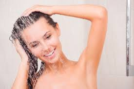 chica-ducha-pelo